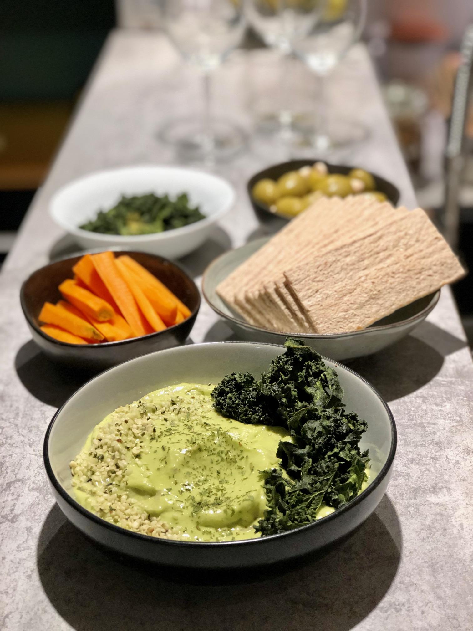 Guacamole et chips de Kale de Mary