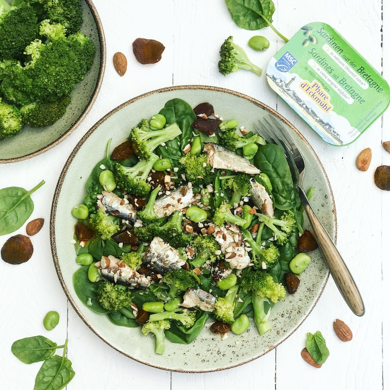 Salade verte de brocolis, épinards et sardines