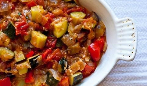 Poêlée de saumon aux courgettes et aux tomates