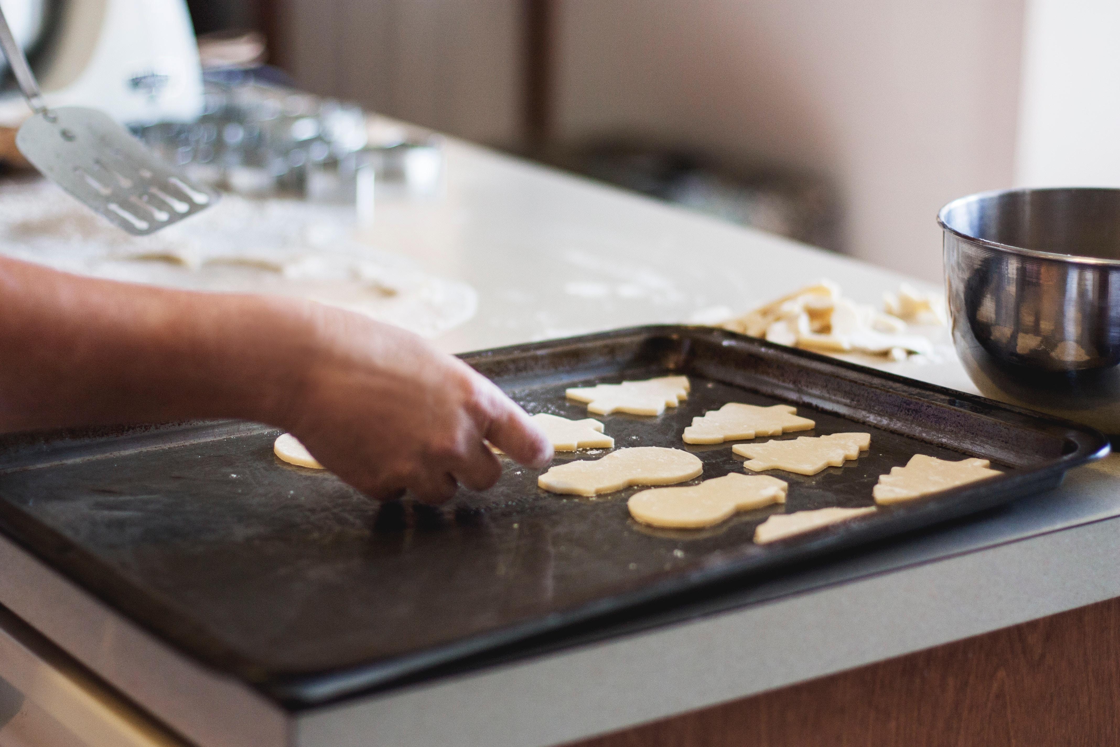 Biscuits de Noël aux raisins secs, noix de pécan et cannelle